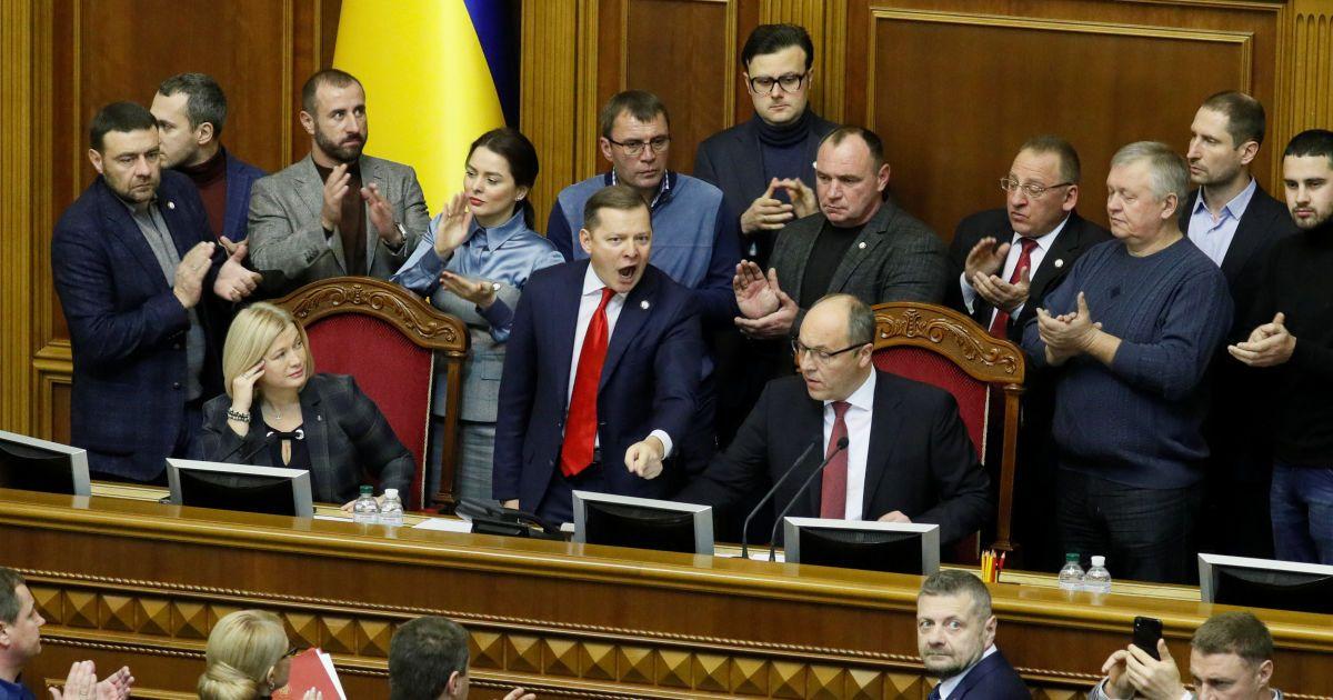 Рада поддержала введение военного положения. Хронология событий