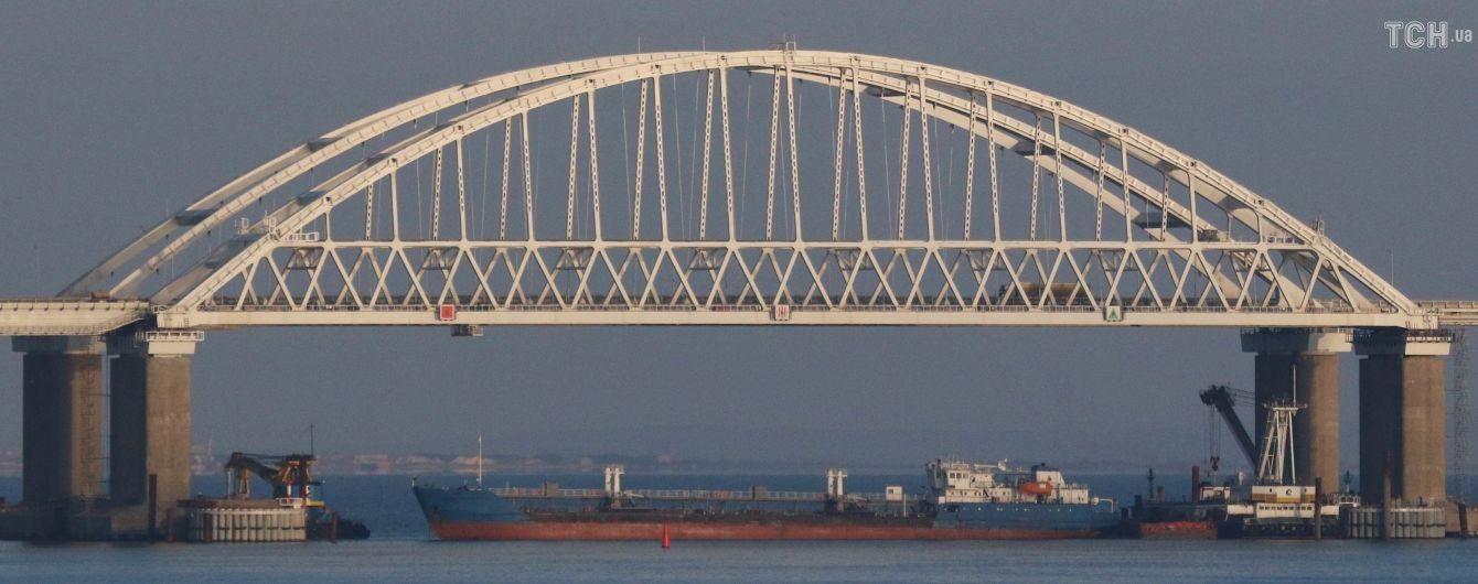 Двое тяжелораненых украинских моряков находились на борту протараненного буксира – советник Порошенко