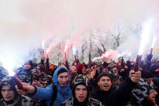 В Києві активісти прийшли під Адміністрацію президента з вимогами перед введенням воєнного стану