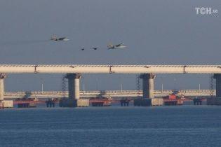 Россияне открыли огонь и захватывают украинские катера возле Керченского пролива