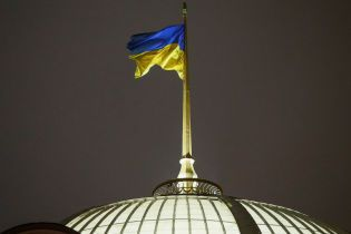 Воєнний стан в Україні: як працюватимуть держустанови та оновлені правила в'їзду росіян до країни і Криму