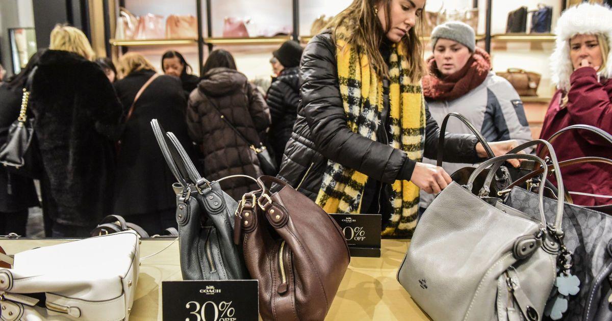 Давка в погоне за брендами: в США стартовала Черная пятница
