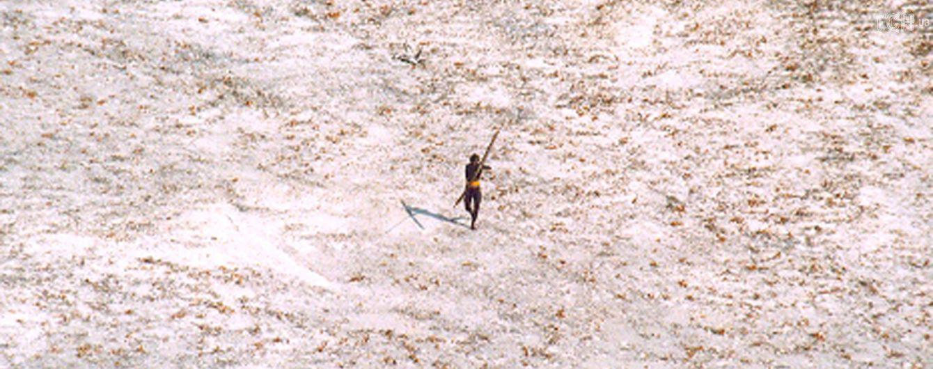 Американец решил посетить самый изолированный остров в мире. Туземцы убили его