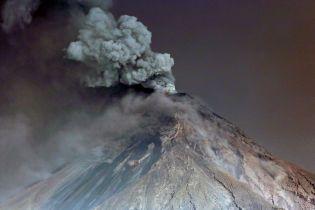Клубы дыма и раскаленная лава. Reuters показало снимки извержения вулкана в Гватемале