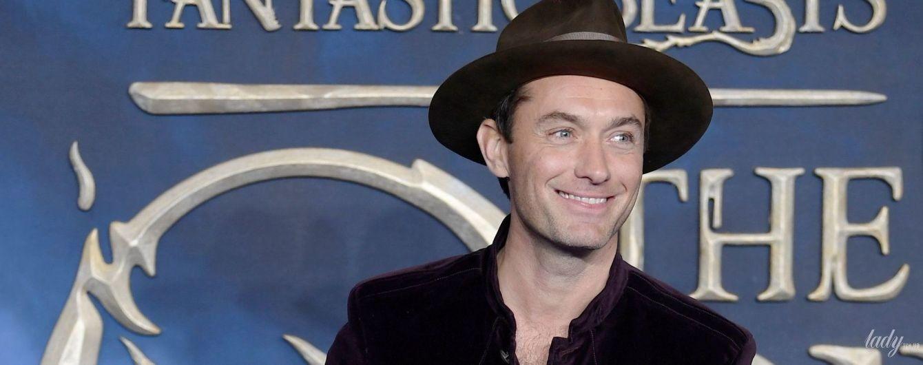 Кажется, он лысеет: Джуд Лоу пришел на презентацию фильма в шляпе