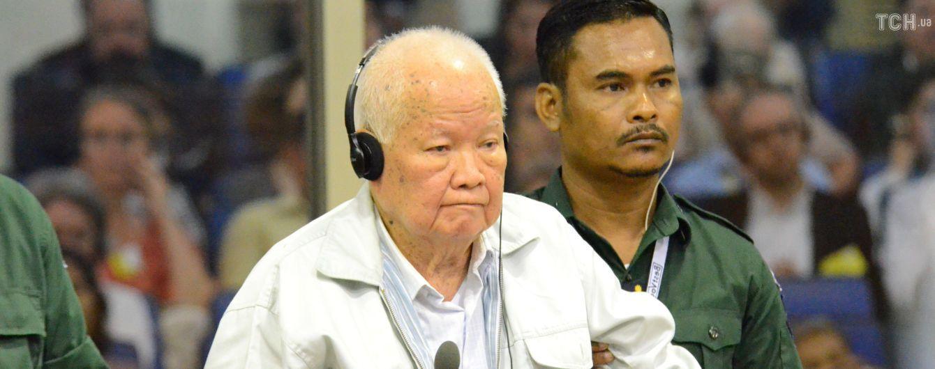 Двух соратников камбоджийского диктатора Пола Пота признали виновными в геноциде своего народа