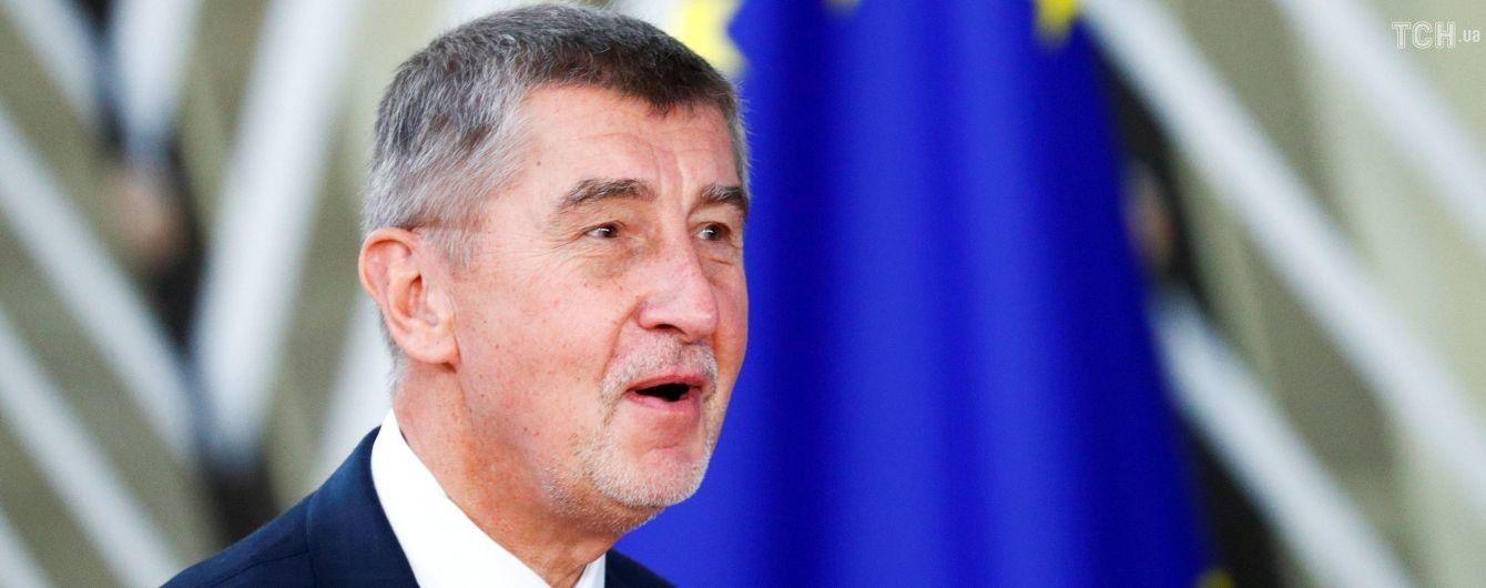 Премьер Чехии заявил, что не собирается добровольно подавать в отставку