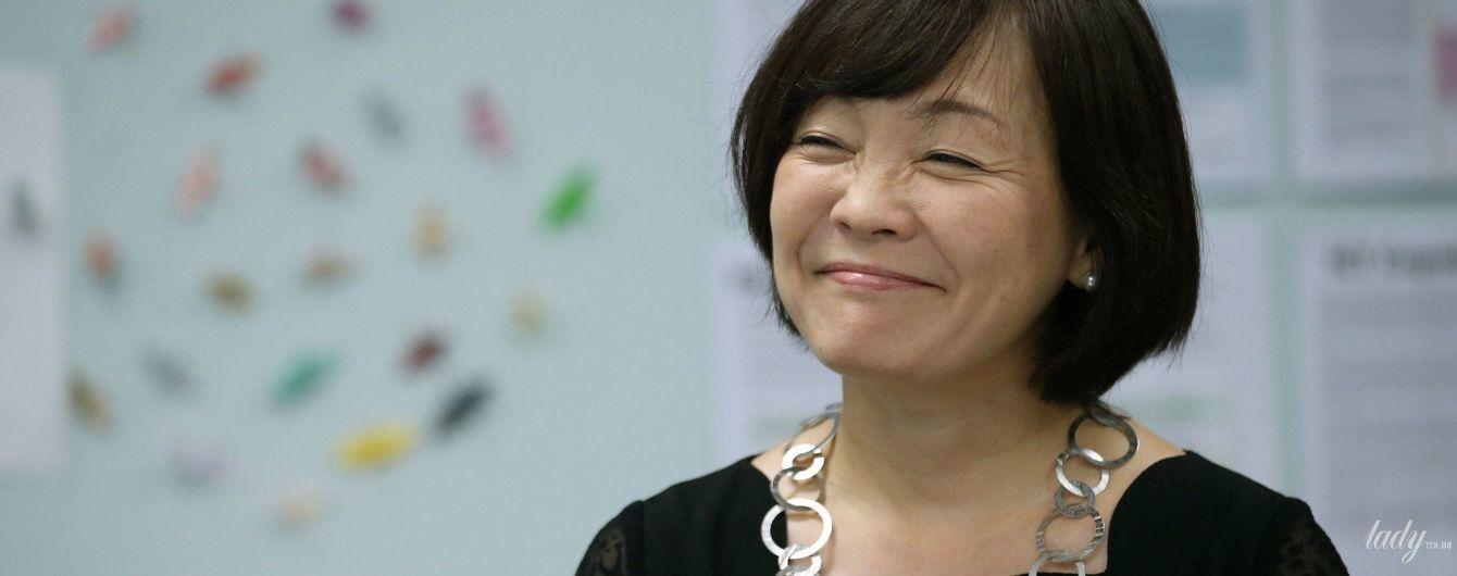 Терезе Мэй бы понравилось: первая леди Японии Аки Абэ надела на встречу массивную серебряную цепь