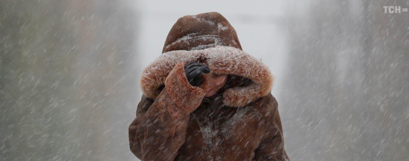 """""""Коли в вагоні метро йде сніг, це так по-новорічному"""". Реакція соцмереж на рясні снігопади в Україні"""