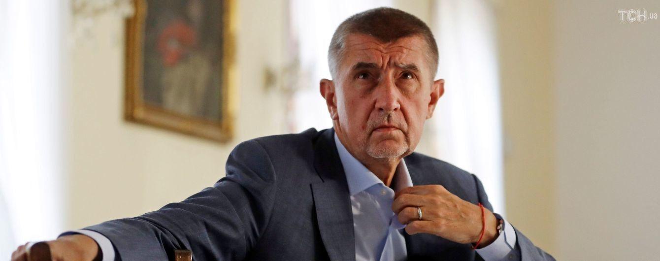 """В Чехии будут обсуждать возможную отставку премьера из-за """"крымского скандала"""" с его сыном"""