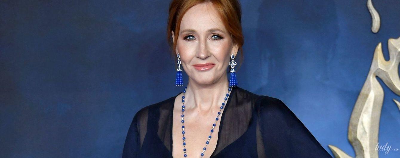 """Це дуже сміливо: 53-річна """"мама"""" Гаррі Поттера Джоан Роулінг одягла сукню з глибоким декольте"""