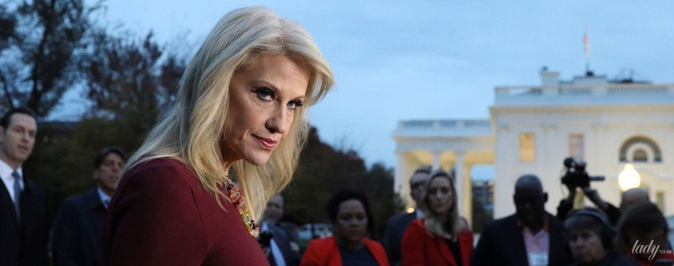 В платье цвета марсала и с эффектным макияжем: советница президента США встретилась с журналистами