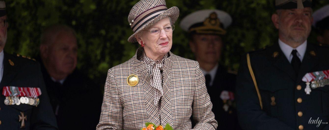 Не так, как все: королева Маргрете II надела на памятное мероприятие не черный, а клетчатый наряд