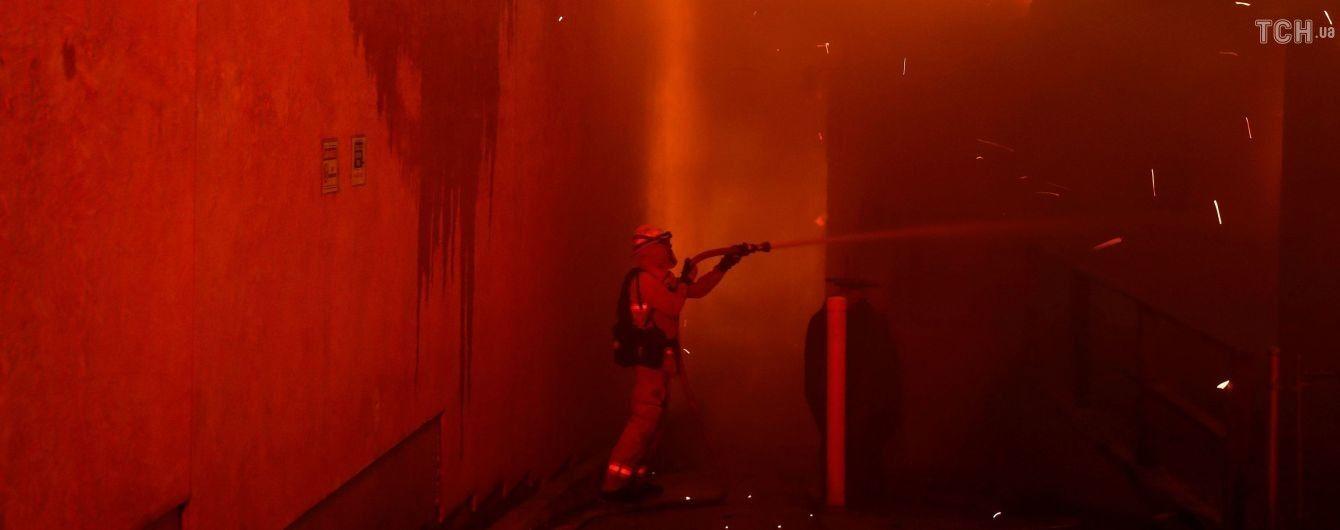Огнеборцы укротили лишь половину разрушительного пожара в Калифорнии