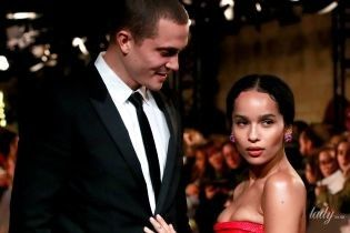 В вечернем платье и рядом с возлюбленным: Зои Кравиц на светском мероприятии в Париже