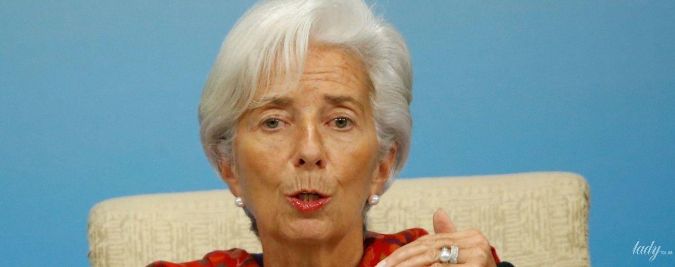 З яскравою шаллю і перловими прикрасами: глава Міжнародного валютного фонду у Китаї