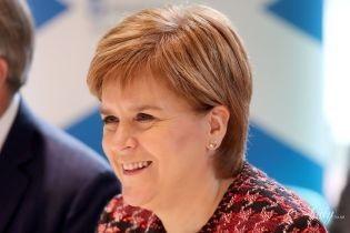 В тренде: первый министр Шотландии вышла в свет в жакете с плетением Глен
