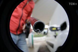 Сколько стоит заправить авто на АЗС утром 28 ноября