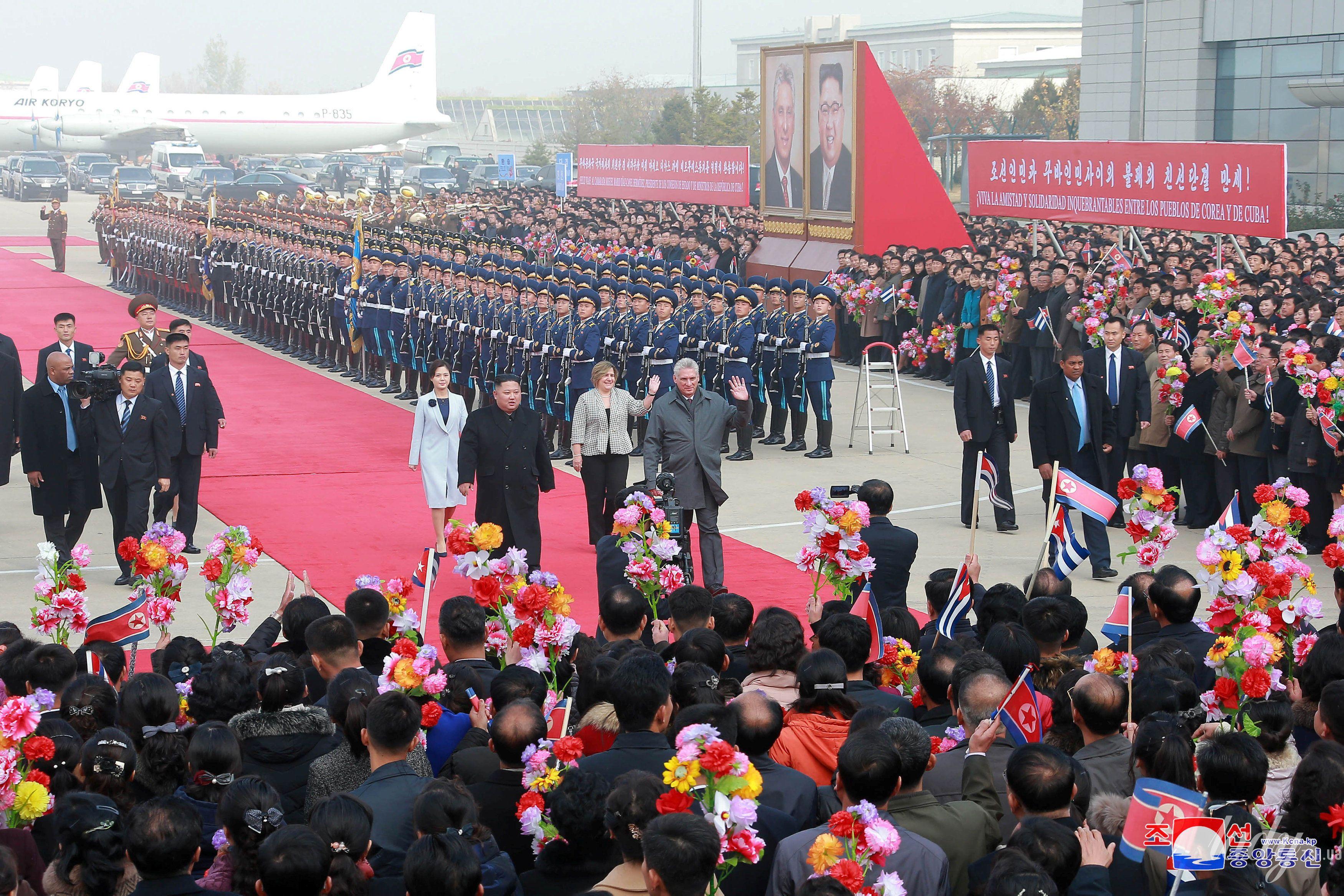 Президент Кубы с женой и лидер КНДР с супругой_2