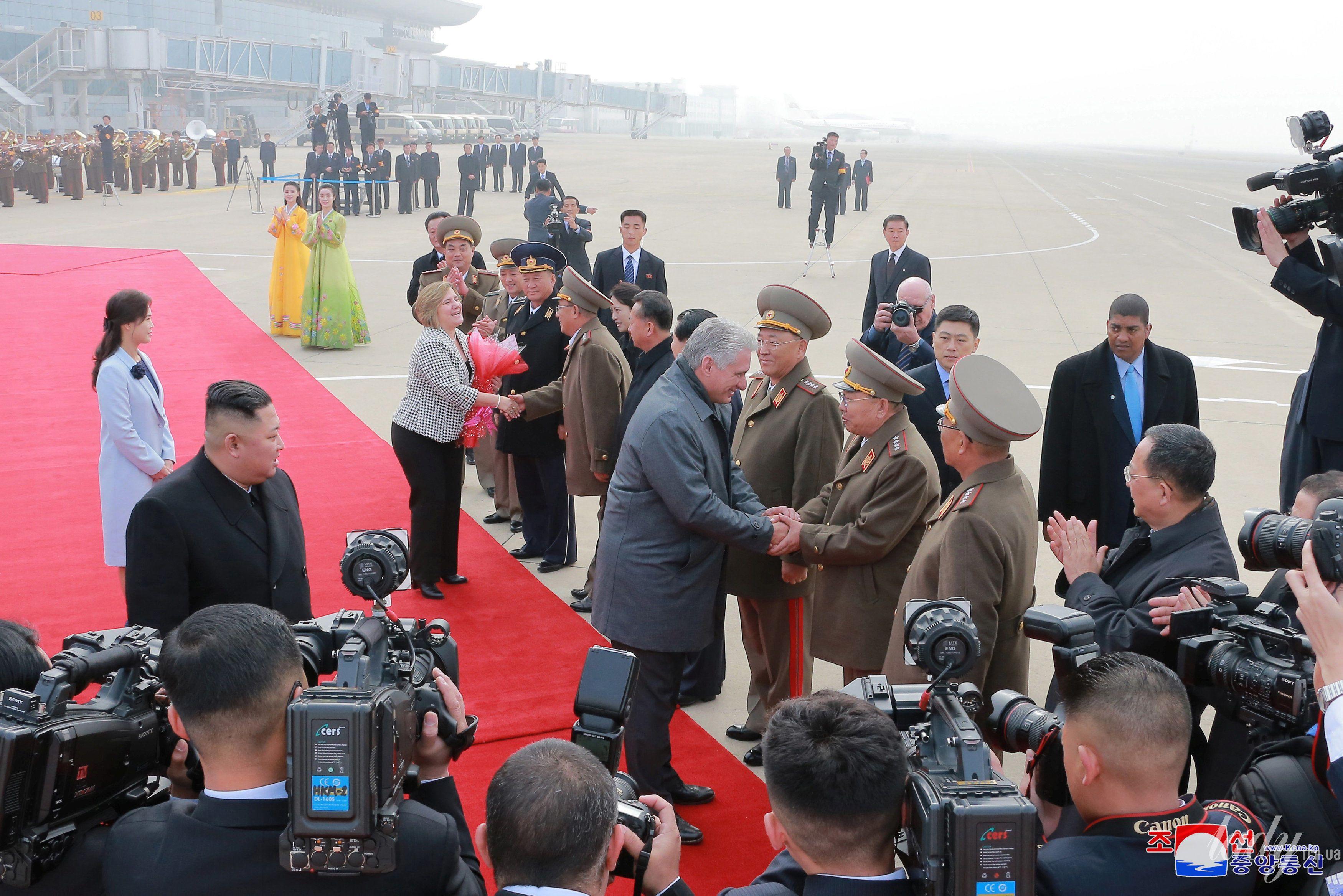 Президент Кубы с женой и лидер КНДР с супругой_4