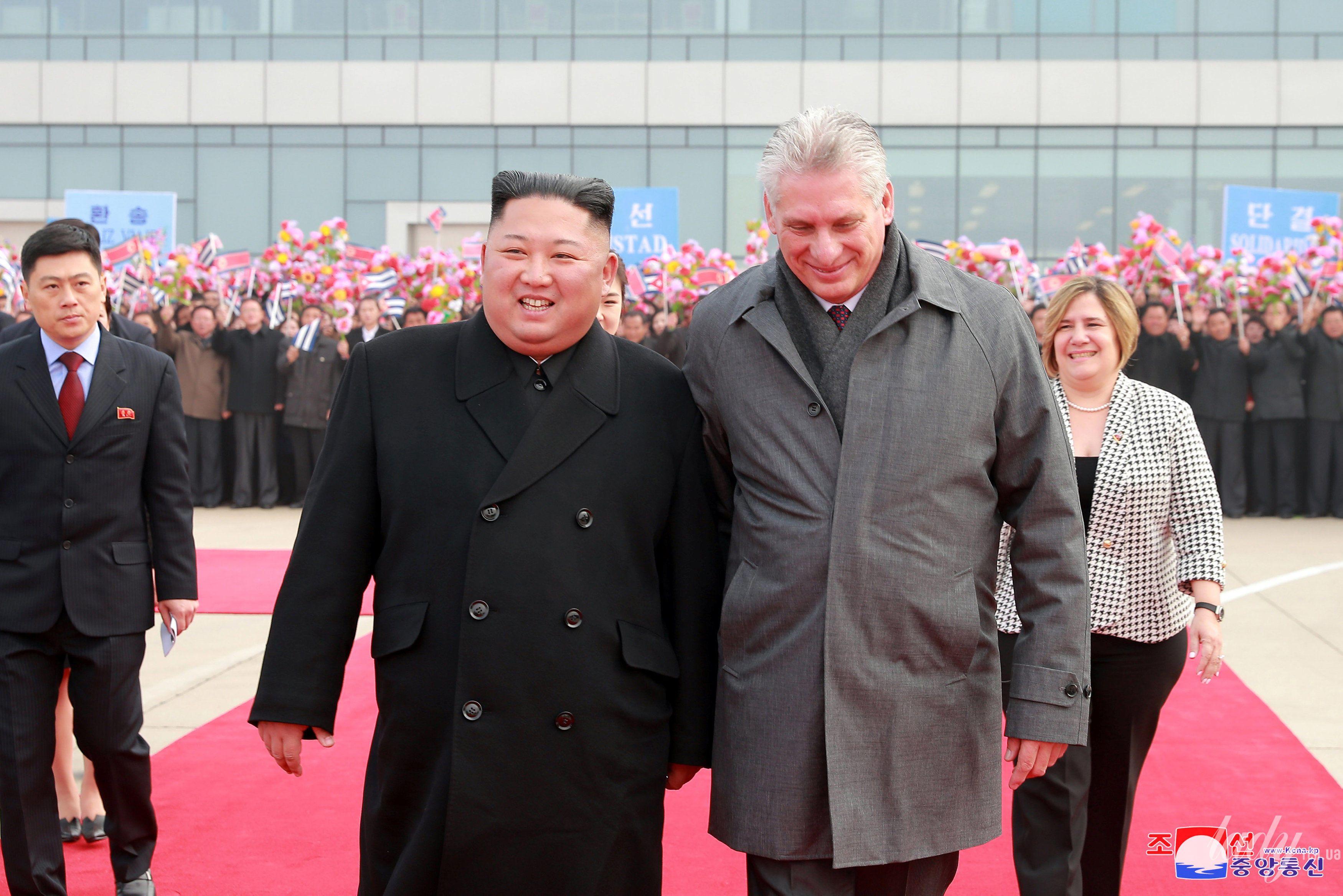 Президент Кубы с женой и лидер КНДР с супругой_5