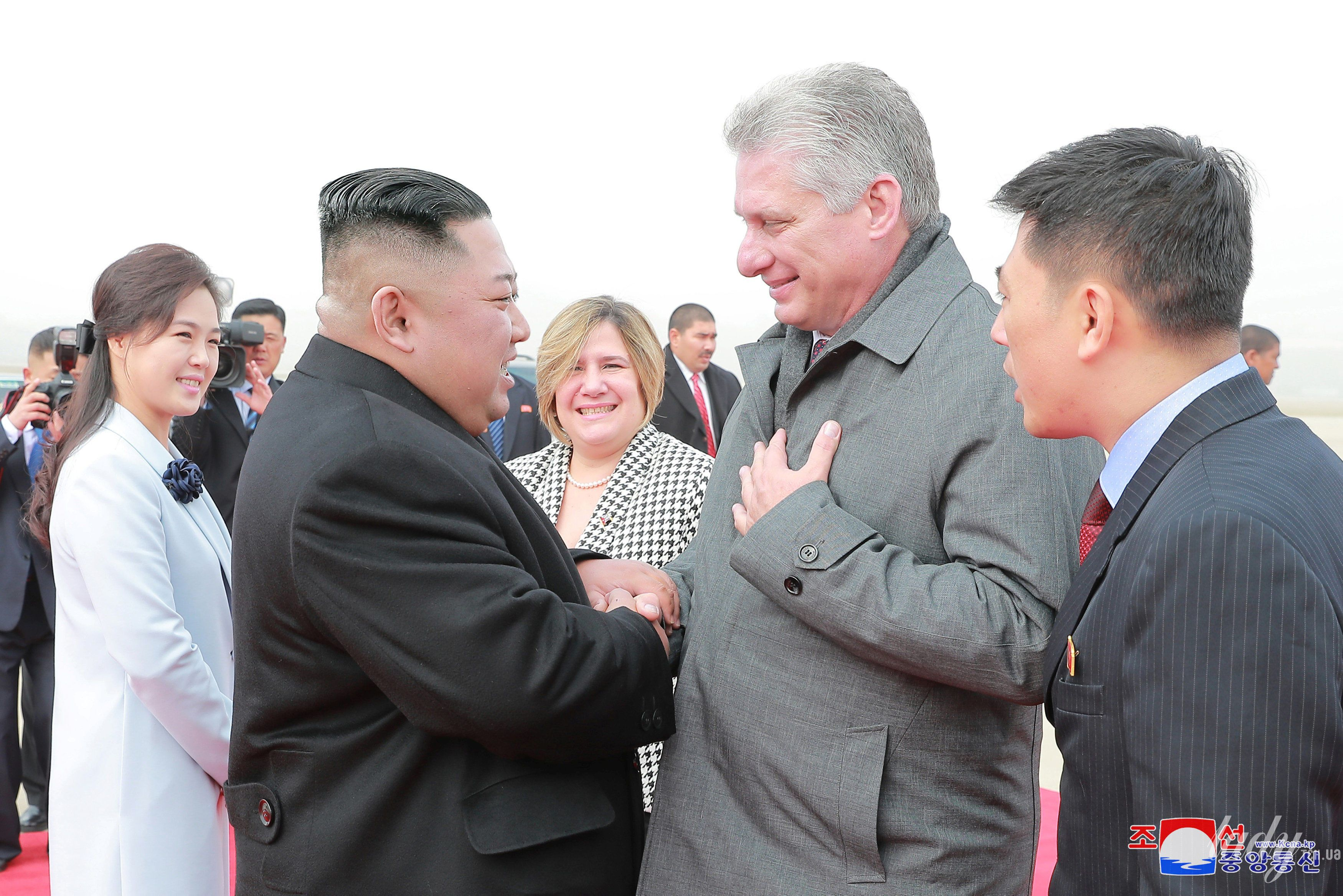 Президент Кубы с женой и лидер КНДР с супругой_1