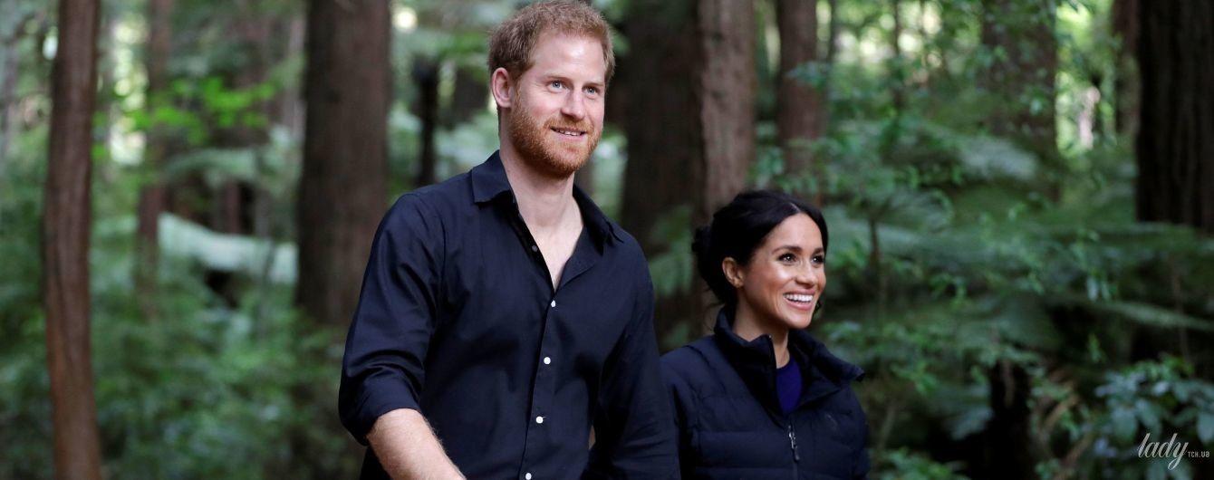 Останній вихід у королівському турі: принц Гаррі і герцогиня Меган піднялися на підвісний міст