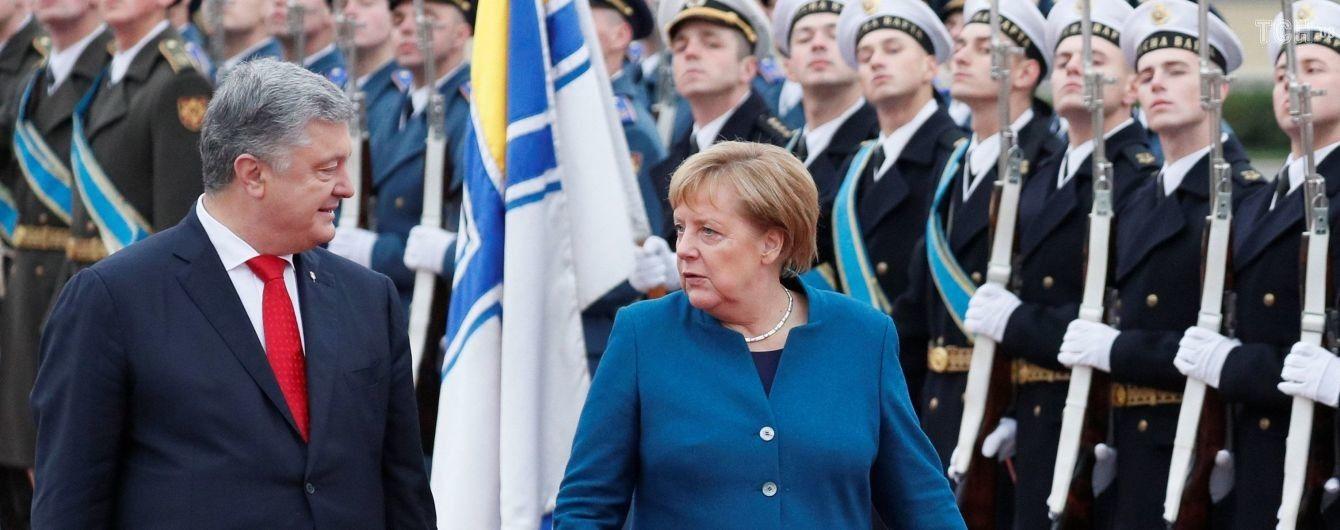 """""""Фейк, організований РФ"""". Порошенко і Меркель засудили проведення виборів в ОРДЛО"""