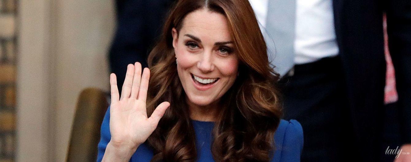 А груди все більші: герцогиня Кембриджська демонструє свій новий розмір