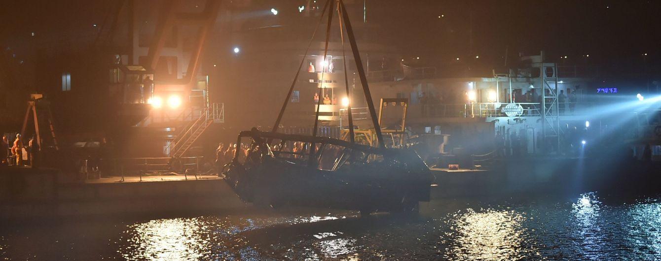 В Китаї з висоти 50 метрів у річку впав автобус. Понад 10 загиблих