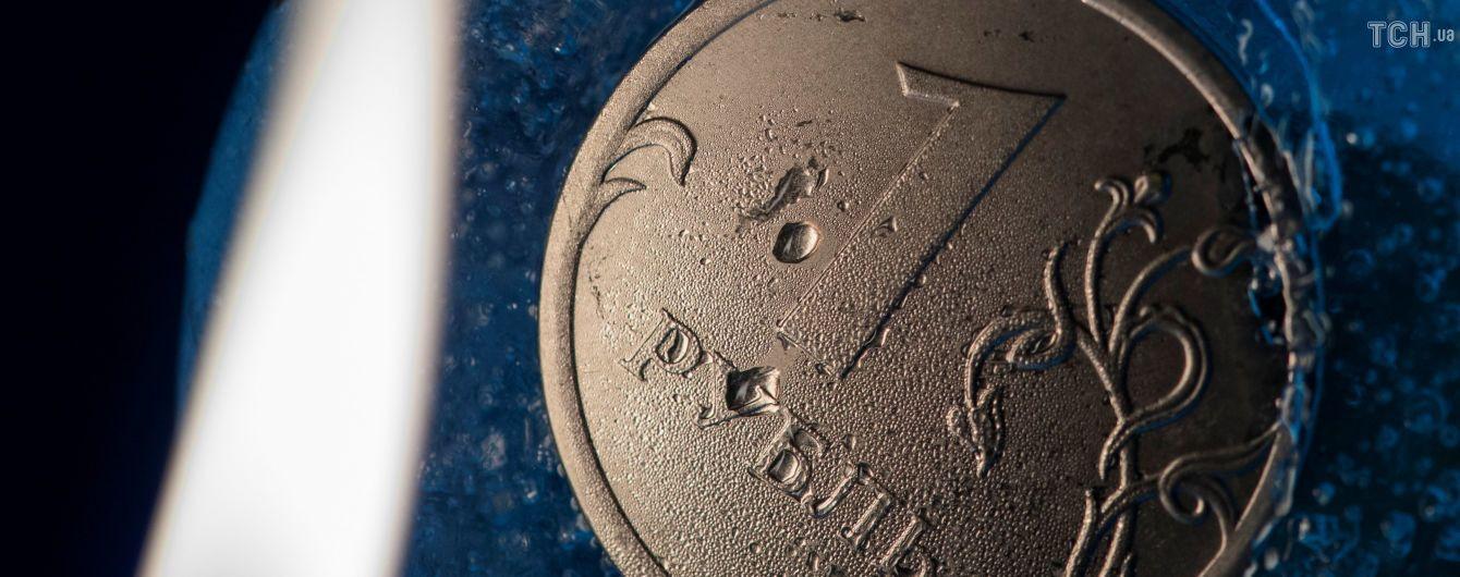 Курс російського рубля впав слідом за цінами на нафту