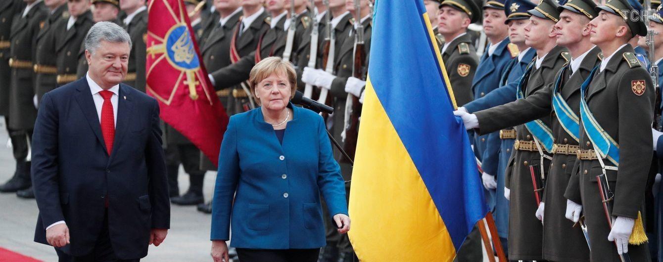 """""""Я оптиміст"""". Порошенко розповів, що буде з Мінськими домовленостями після відставки Меркель"""