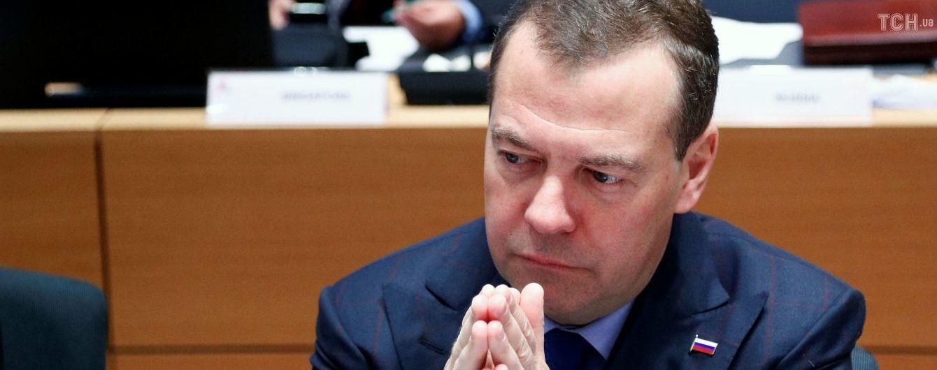Медведєв доручив захистити російські компанії від впливу санкцій РФ проти України