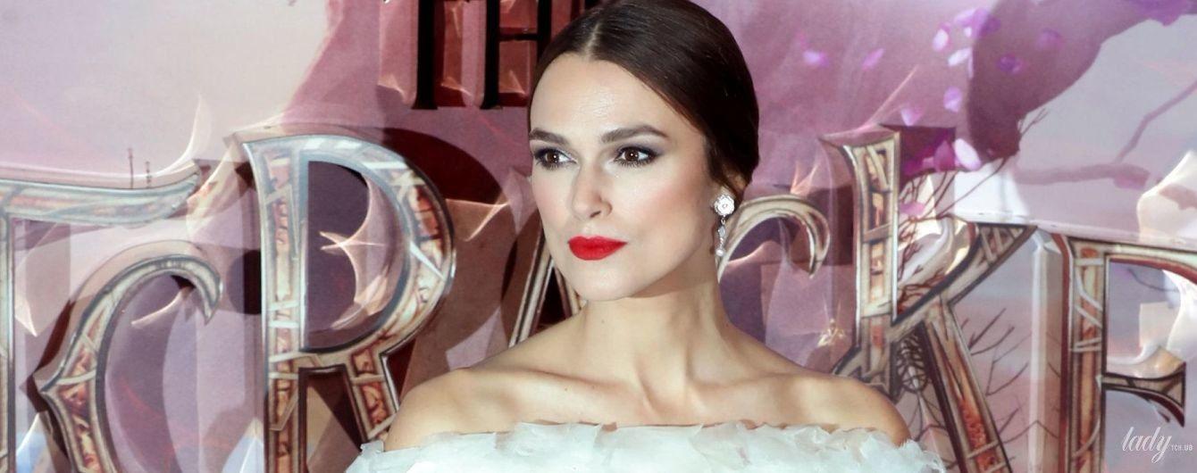 Оголила плечі в сукні від Chanel: красива Кіра Найтлі на прем'єрі фільму