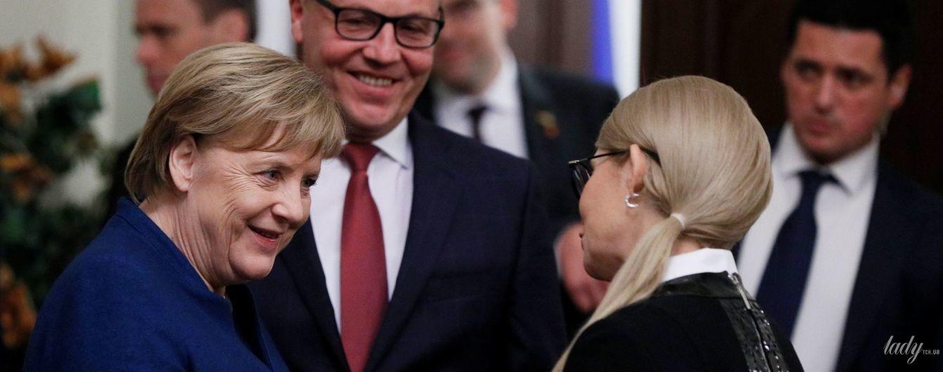 Прокол стилиста: Юлия Тимошенко сверкнула резинкой на встрече с Меркель