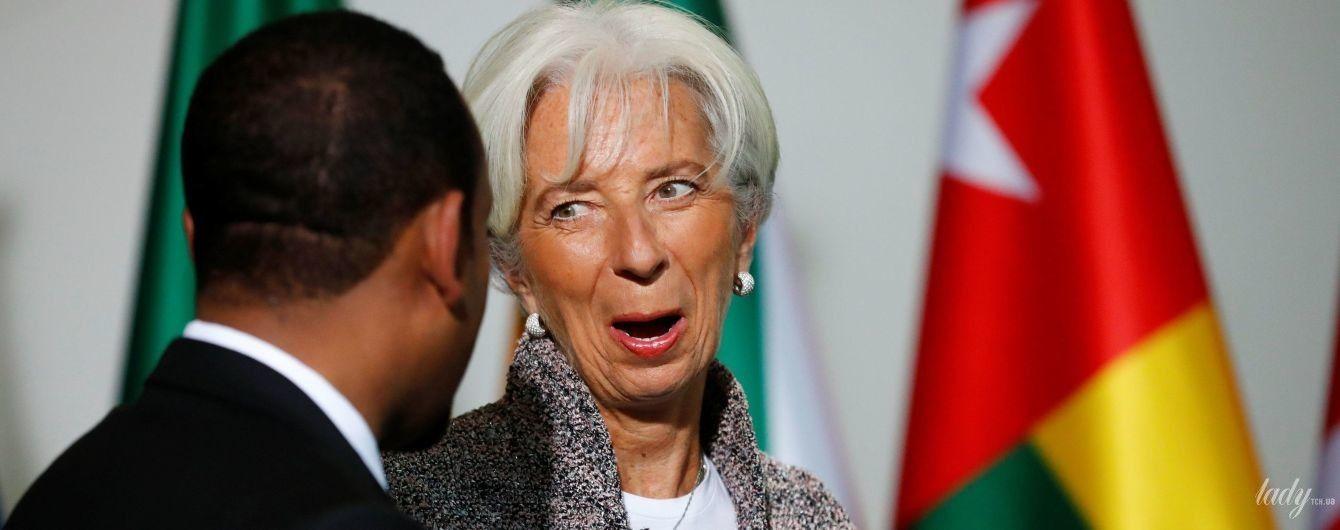 В твидовом костюме и высоких сапогах: глава международного валютного фонда продемонстрировала эффектный образ