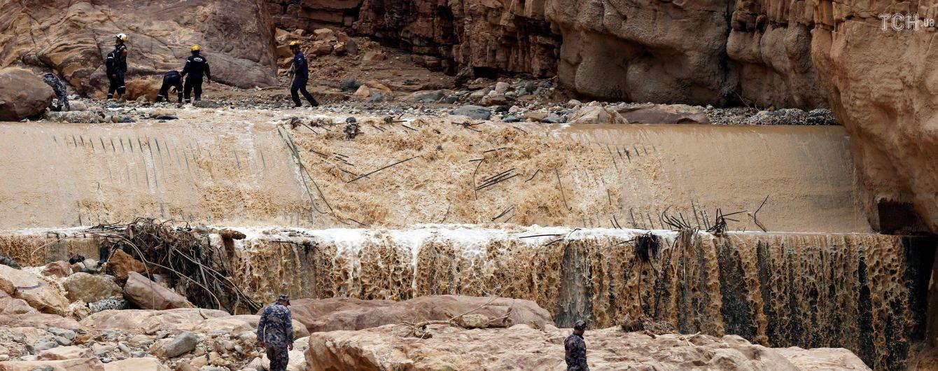 Висока вода у пустелі: в Йорданії затопило одне з семи чудес світу Петру