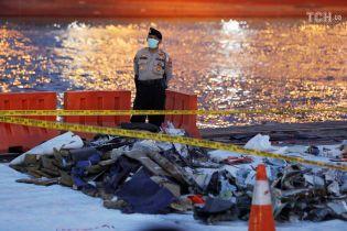 Рятувальники знайшли фюзеляж розбитого в Індонезії літака