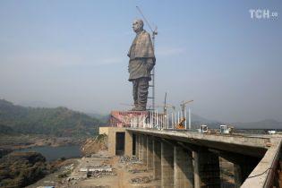 """В Индии построили самую высокую статую в мире. Она выше """"Родины-Матери"""" и статуи Свободы"""