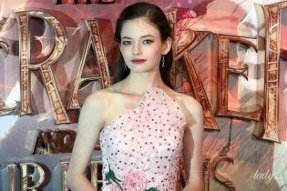 """Як принцеса: 17-річна зірка """"Сутінок"""" прийшла на прем'єру фільму у ніжно-рожевій сукні"""