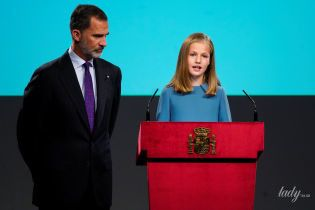 Элегантная, как мать: старшая дочь королевы Летиции впервые выступила на публике
