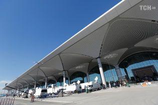 У Стамбулі відкривають найбільший у світі аеропорт