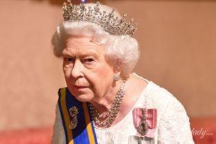 В платье с кружевом и без яркой помады: королева Елизавета II организовала прием для королевской четы из Нидерландов