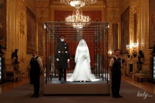 Показали все: свадебный образ герцогини Сассекской Меган представили на королевской выставке