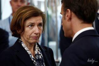 В блузке с флористическим принтом и в компании Макрона: министр обороны Франции на выставке