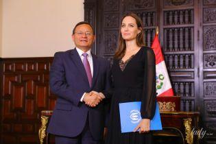 С кружевным декольте и легкой улыбкой: элегантная Анджелина Джоли обсудила с президентом Перу проблемы беженцев