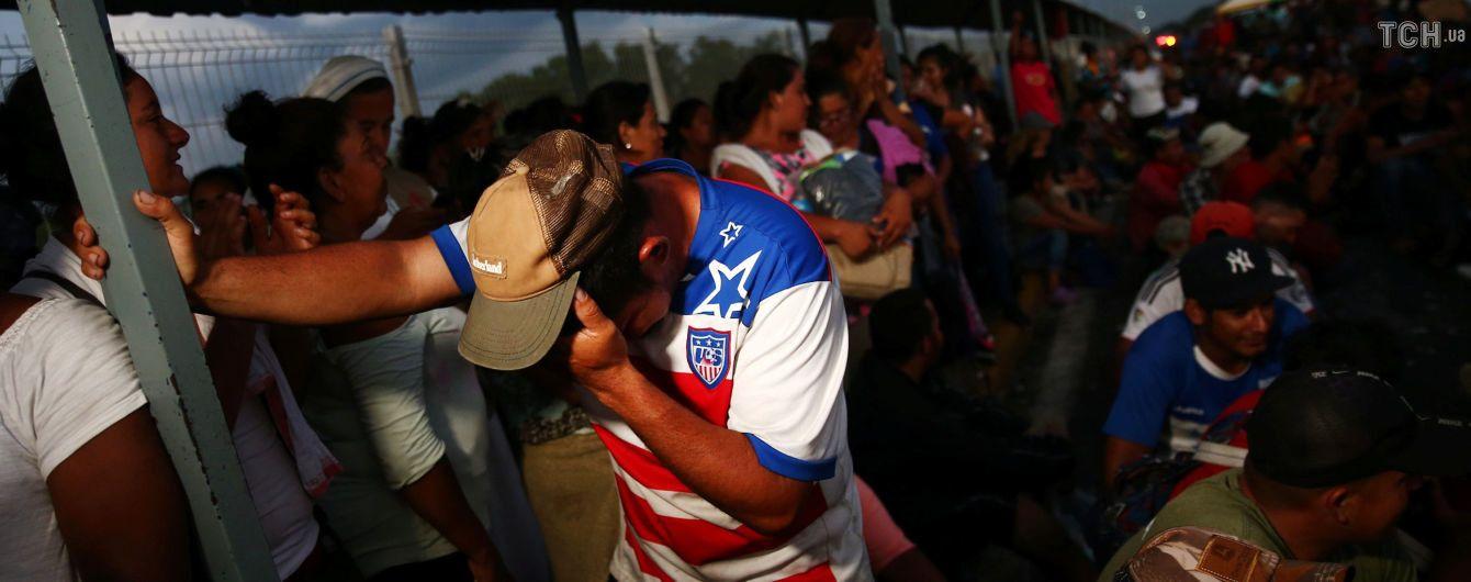 """Первая группа """"каравана мигрантов"""" достигла границы США"""