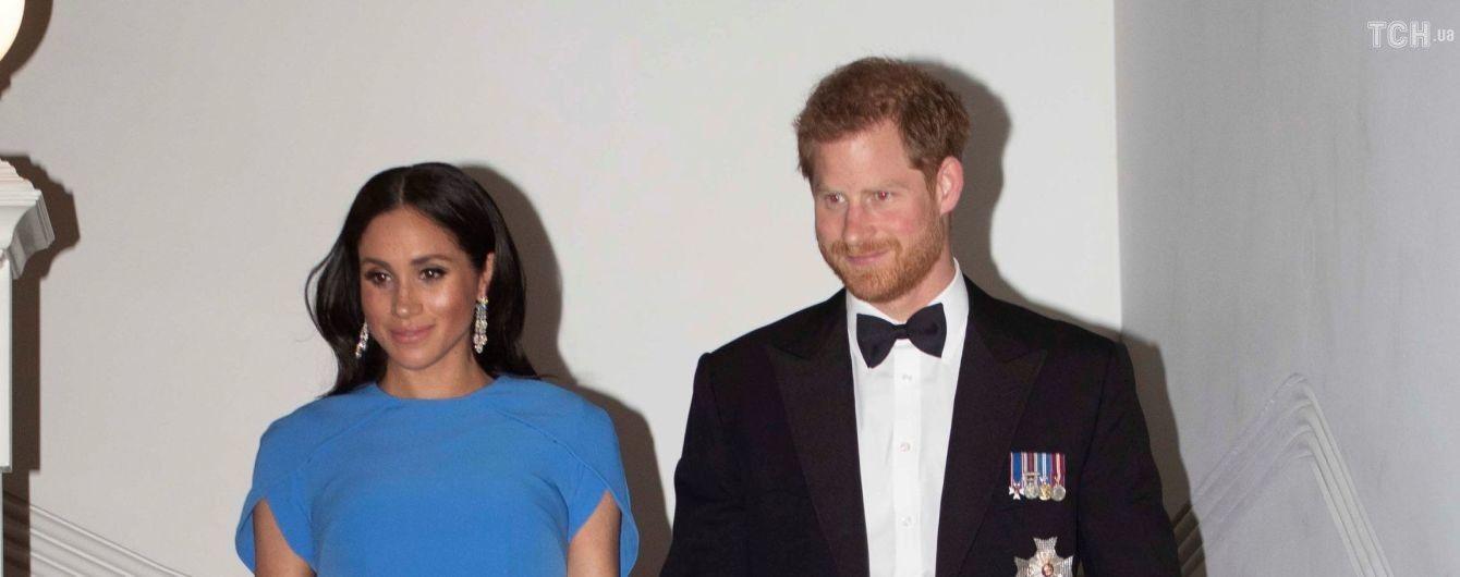 Беременная Меган в вечернем голубом платье продемонстрировала заметно округлившийся живот