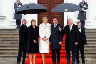 Дощ не перешкода: елегантні образи перших леді Німеччини та Польщі