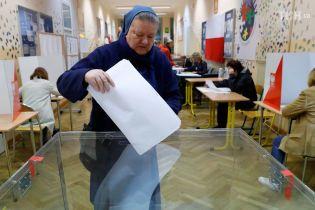 В Польше на местных выборах побеждает правящая партия, но мэром Варшавы станет проевропейский кандидат